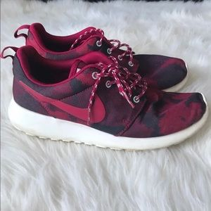 Nike burgundy Roshes Sz 8